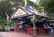 Makan ikan bakar di Restoran Api-Api Kuala Perlis